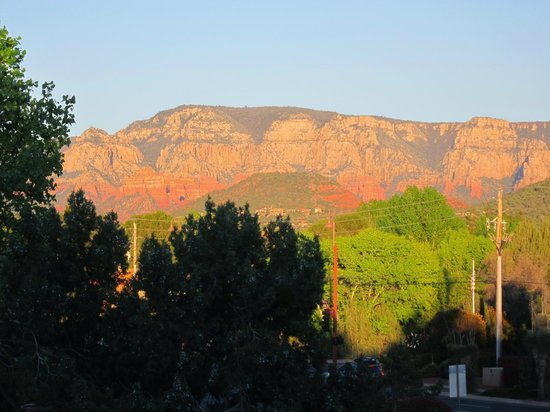 Southwest Inn at Sedona: Balcony view at sunset2