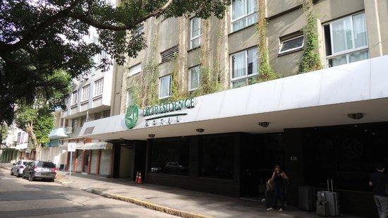 Eko Residence Hotel: Frente