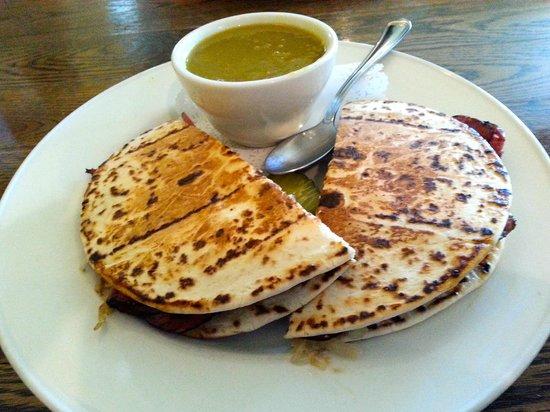 La Pomodori Ristorante: Pea with ham soup & Reuben sandwich
