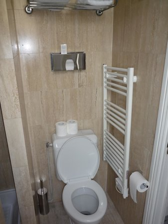 Hotel Cluny Square : Baño