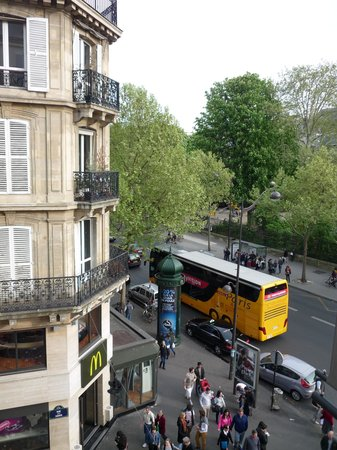 Hotel Cluny Square : Vista desde la ventana (Bvd St Germain y calle tipica del barrio latino)