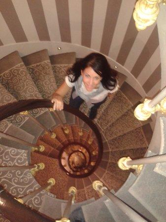 Hotel Cluny Square : Escaleras internas