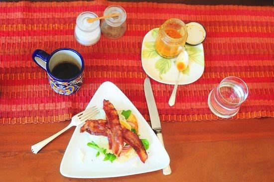 Casa Jacqueline: Bacon and Egg Breakfast Sandwich