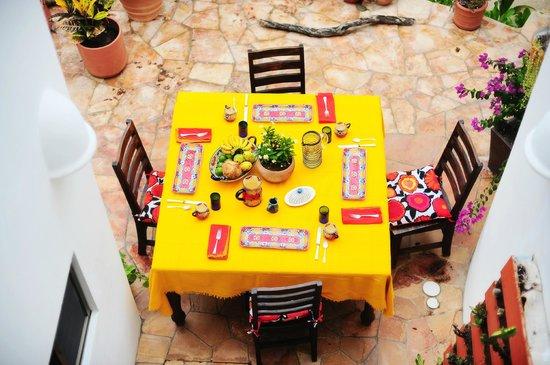 Casa Jacqueline: Breakfast Table