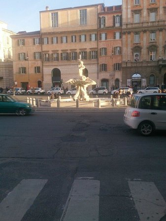 Barocco Hotel: Looking out of the hotel onto Piazza Barbarini