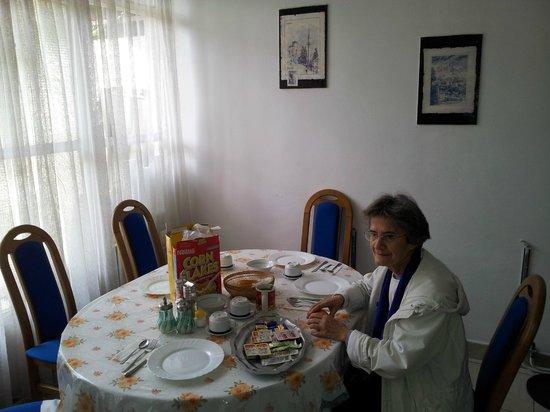 breakfast in hostel gonzo