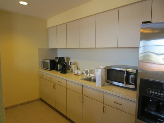 Hyatt Regency Coral Gables: Presidential suite (aka Alhambra suite) kitchen
