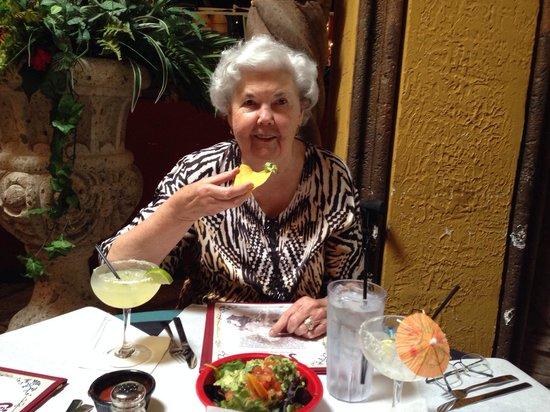 Two Senoritas : Great table-front guacamole