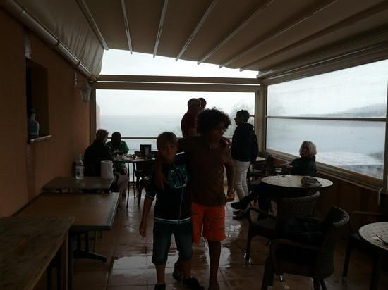 Hotel du Golfe : coin petit déj ou apero vu sur mer