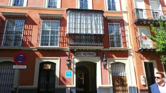 Hotel Maestranza: La Entrada del hotel
