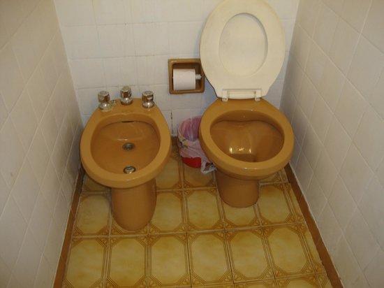 Hotel Bolivar: Inodoro