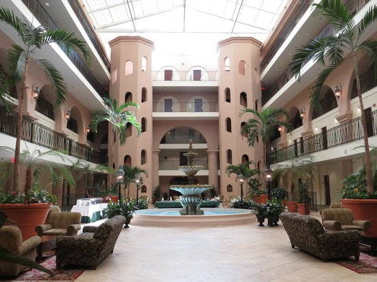 Embassy Suites by Hilton Charleston - Historic Charleston : Courtyard