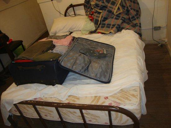 Hotel Bolivar: Bed