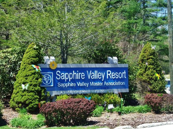 Wyndham Resort at Fairfield Sapphire Valley: Entrance sign looks like this
