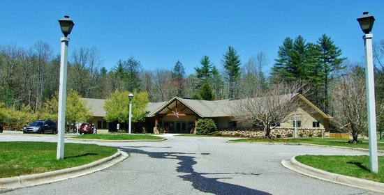 Wyndham Resort at Fairfield Sapphire Valley: Recreation building offers many activities