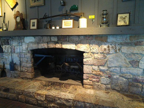 Cracker Barrel: Inside decor