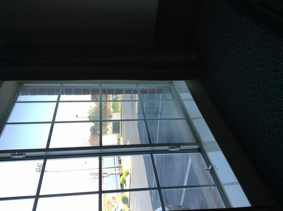 Microtel Inn & Suites by Wyndham Statesville: Window with sitting area!