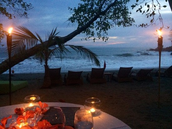 Arenas del Mar Beachfront and Rainforest Resort, Manuel Antonio, Costa Rica: Amazing setting for dinner