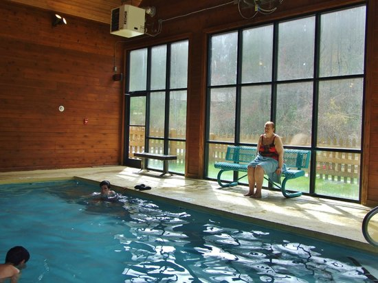 Wyndham Resort at Fairfield Sapphire Valley : Very nice indoor pool with Sauna and hot tubs