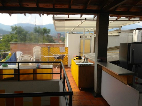 International House Medellin: Laundry area and bathroom on the rooftop