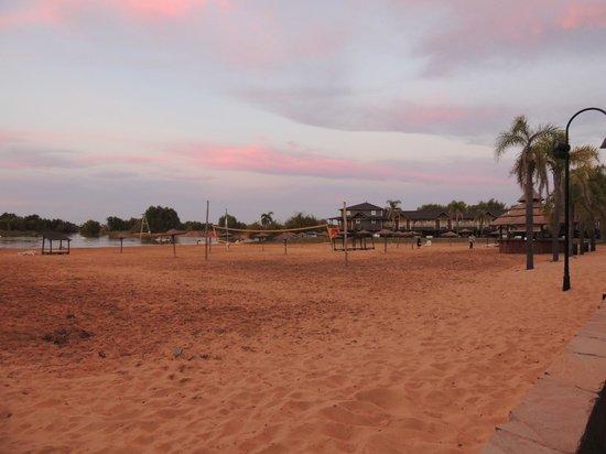 Howard Johnson Hotel & Marinas San Pedro Resort: Playa