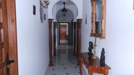 Hostal Restaurante la Posada: Pasillo para las habitaciones.