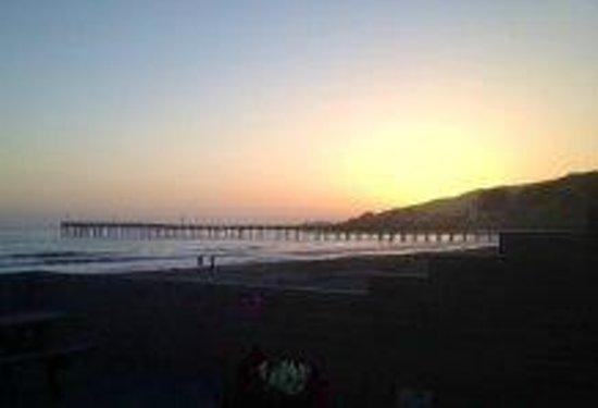 Cayucos Shoreline Inn...on the beach: Cayucos Pier