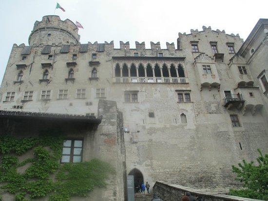 Castello del Buonconsiglio Monumenti e Collezioni Provinciali : Veduta dall'ingresso
