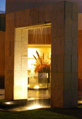 Arborea Hotel: cascada dentro de la terraza jardin cedros