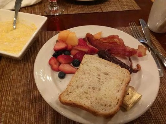 Hilton Atlanta Perimeter Suites: Breakfast was fresh and delicious