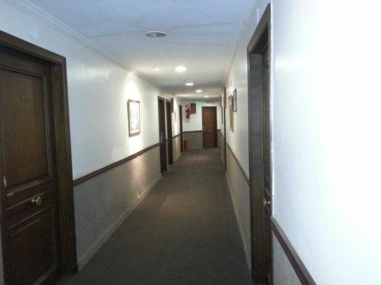 Regis Orho Hotel: Corredor