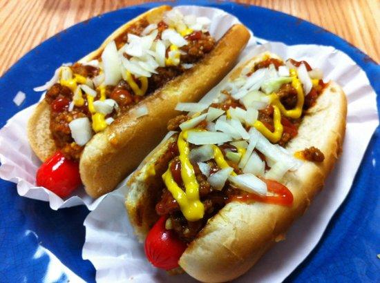 Annie's : Tasty Chili Dogs!