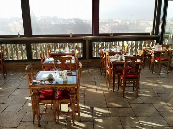 Hotel Romanico Palace: Breakfast place on the 7th floor...