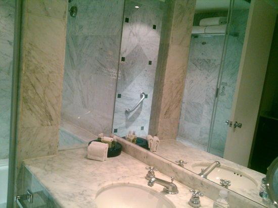 Real Inn Tijuana: baño habitacion sencilla