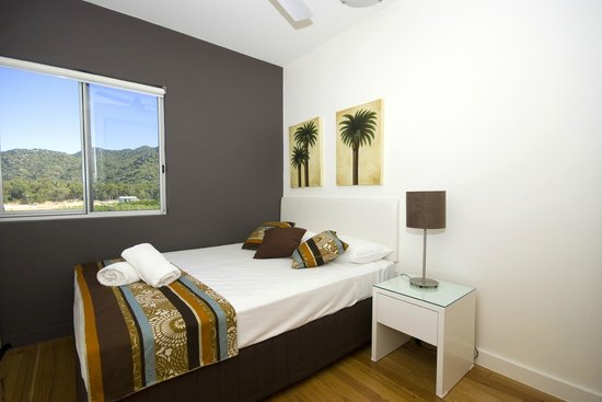 Beachside Magnetic Harbour Holiday Apartments: Second Bedroom in Townhouse Apartment