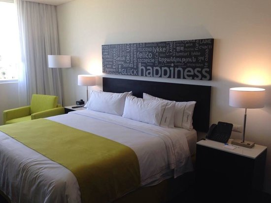 Holiday Inn Express & Suites Puebla Angelopolis: Top of the class furniture for the most comfortable stay.