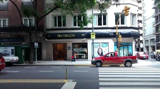 NH Buenos Aires Crillón: Frente do Hotel