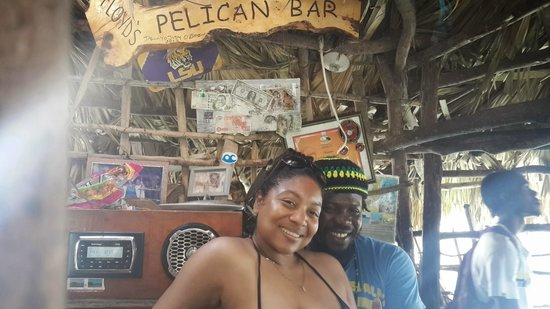 Pelican Bar : Sharing a photo with the Bartender