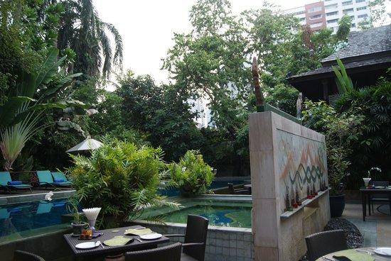 Ariyasomvilla : a very welcoming pool