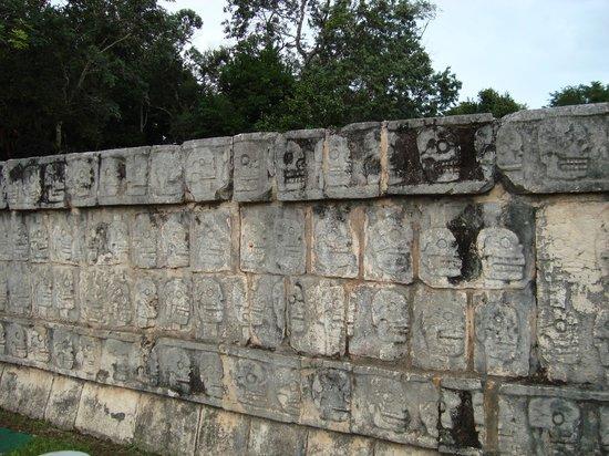 Gran Juego de Pelota : muro de las calaveras