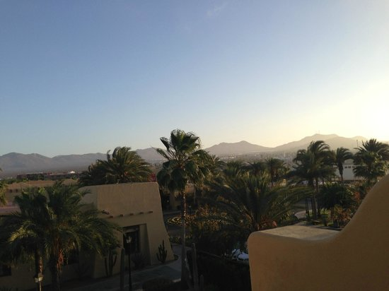 Hotel Riu Santa Fe: View from room in the morning. We didm't have an ocean view room.