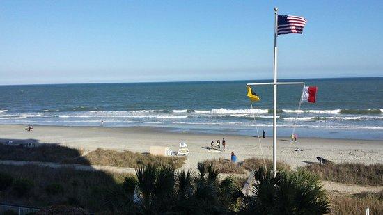 Hampton Inn & Suites Myrtle Beach/Oceanfront: Great view...minus flag pole