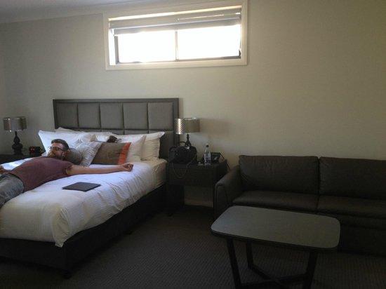 Riverside Oaks Golf Resort: Huge, modern room