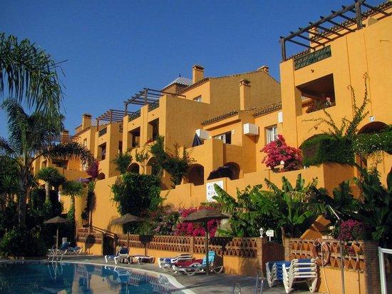 Muthu Grangefield Oasis Club: Vista general de una de las alas del Resort