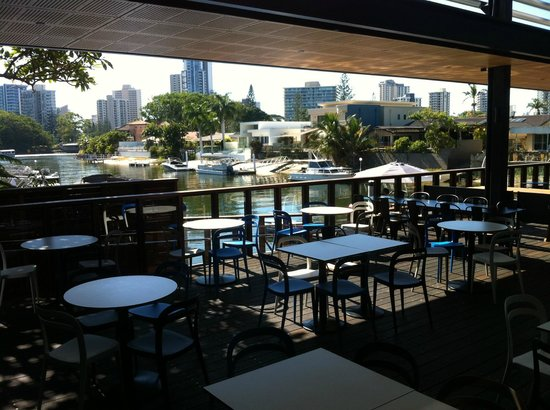 Edgewater Dining and Lounge Bar: Looking onto the canel