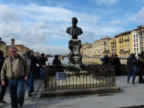 Ponte Vecchio: Homenaje a Cellini