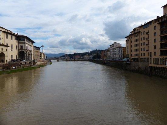 Ponte Vecchio: Desde el medio del puente