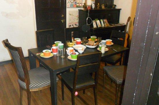 Landay Hostel: la mesa del desayuno, espectacular
