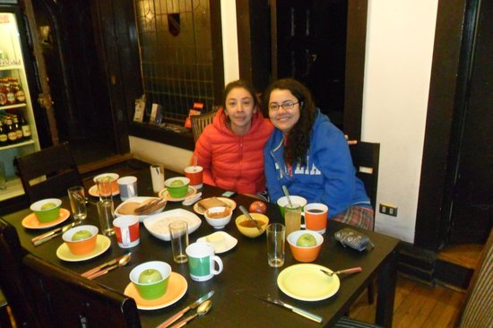 Landay Hostel: nosotras recien desayunando