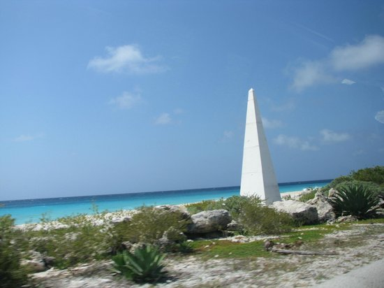 Bonaire Vista Tours: Beautiful water by the slave huts.